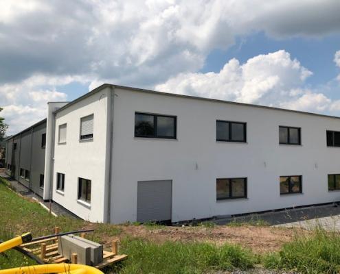 Büro- und Produktionshalle für Spezialmaschinenbaubetrieb